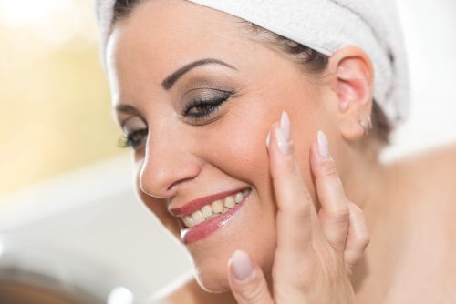 Jak poprawnie pielęgnować twarz